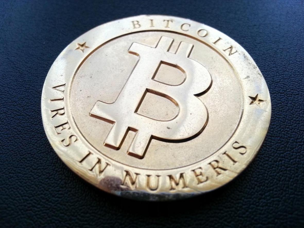 """Photo d'une """"pièce"""" de bitcoin"""
